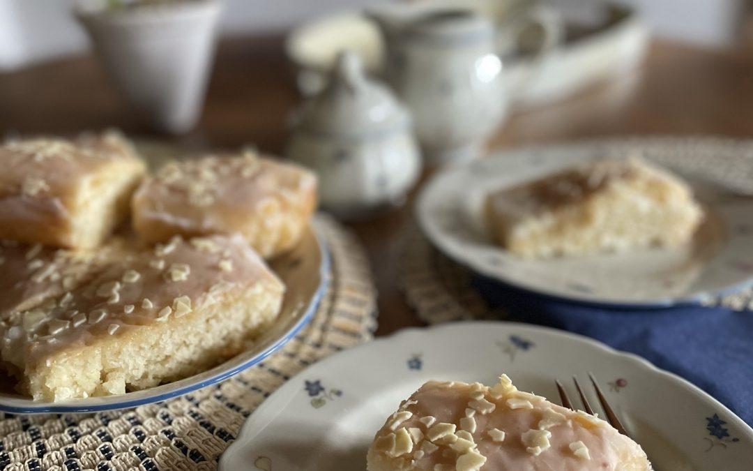 Perfekt für den Frühling: Zitronenkuchen – einfach saftig zitronig.